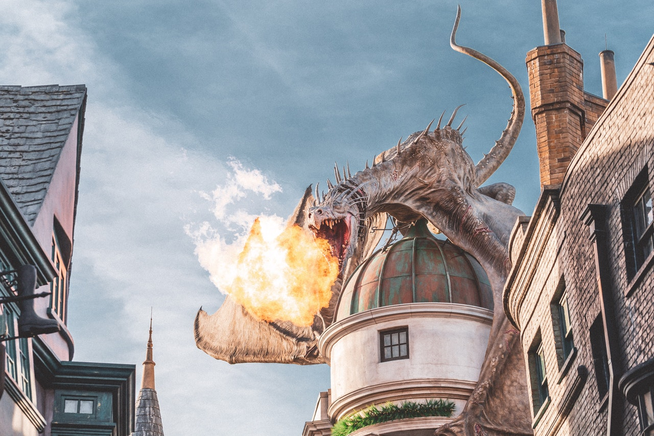 smok na wieży zamku